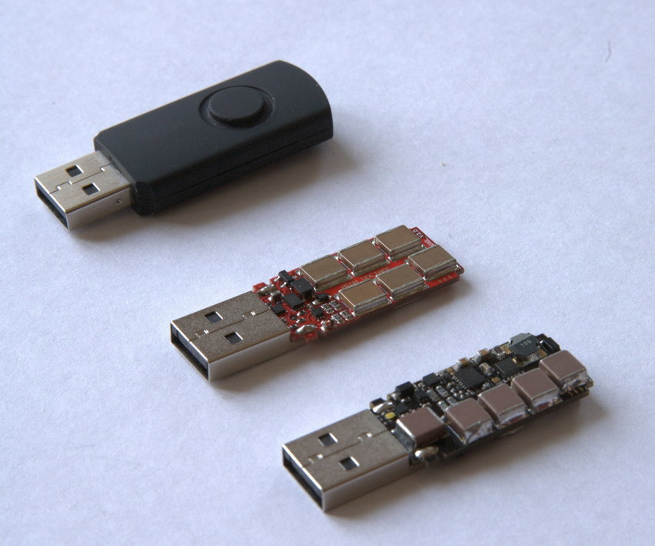 http://www.diazmag.com/wp-content/uploads/2015/10/USB-Killer-2.0.jpg